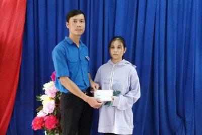 Món quà từ học sinh THPT Ea H'Leo đã đến tận tay Trà Leng – Quảng Nam!