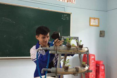 """CLB STEM sinh hoạt với chủ đề """"mô hình thủy canh""""!"""
